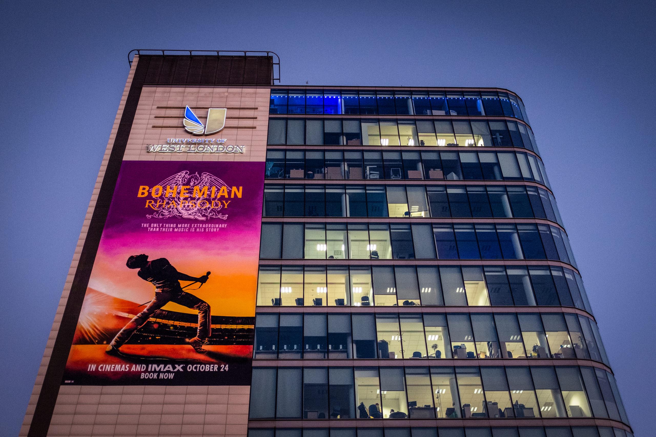 Filmplakat Bohemian Thapsody auf Gebäude